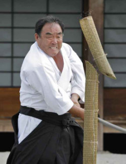 Sword cutting by Shihan Fumio Demura